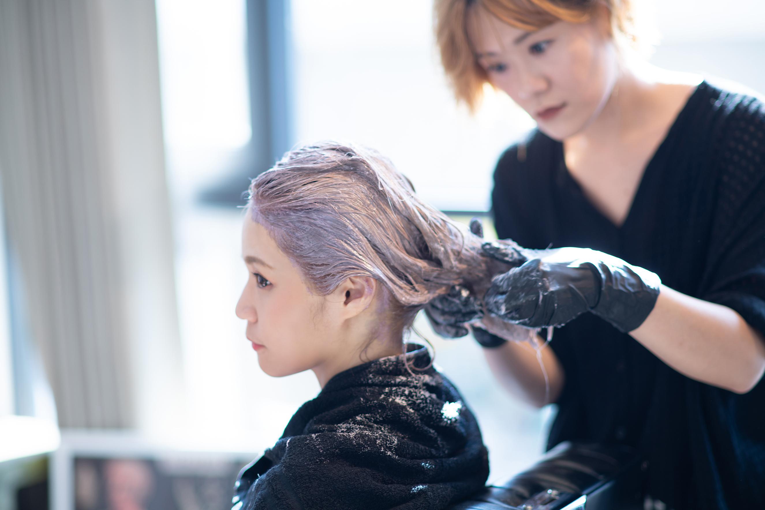 {台北美髮}「Nomad Hair」用老奶奶灰金染出時尚感